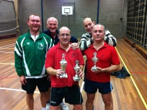 De winnaars met de toernooicommissie